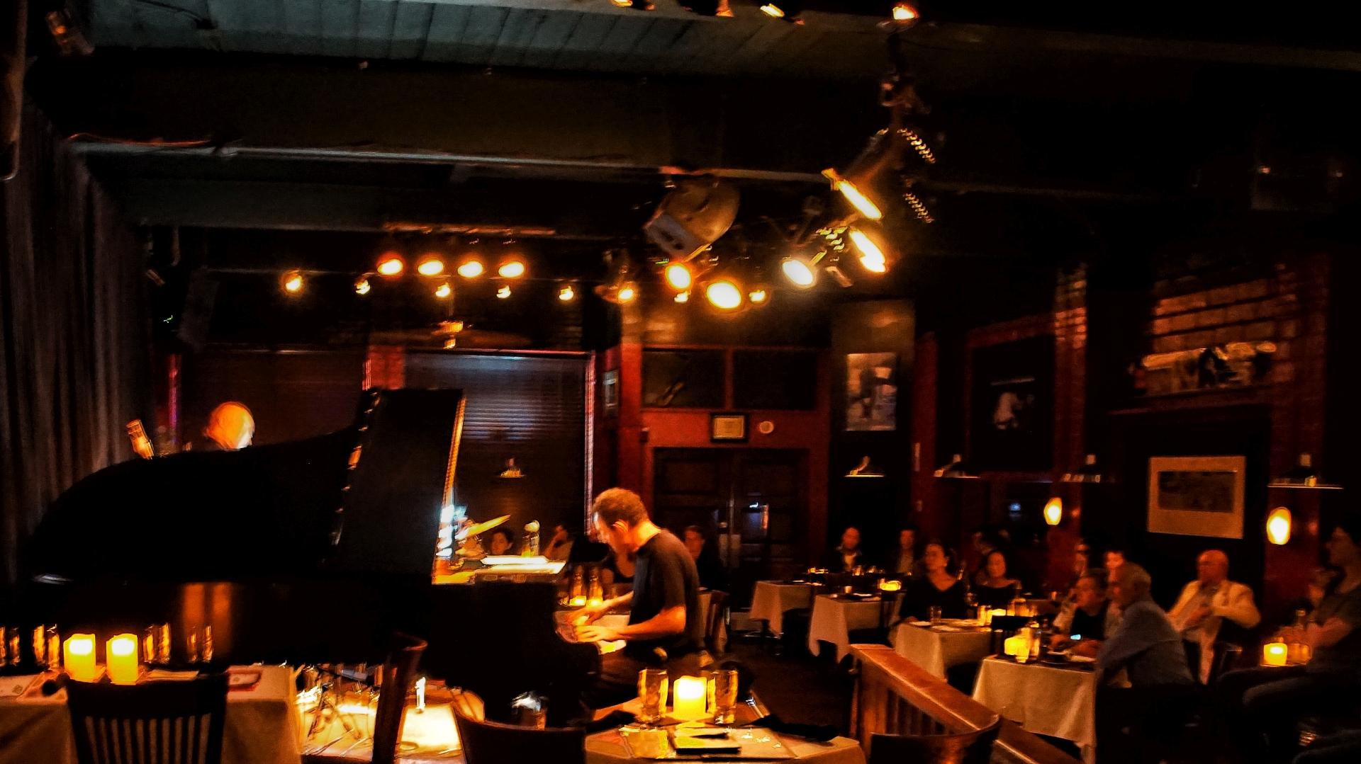 Tulas-Jazz-Club-02-web