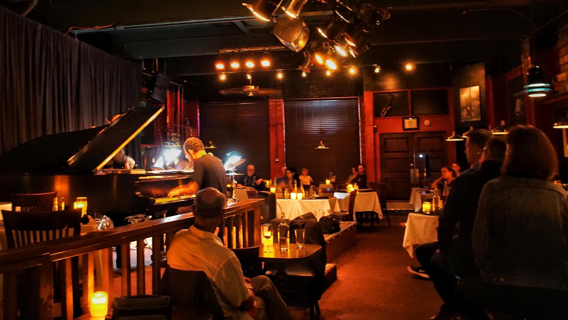 Tulas-Jazz-Club-03-web